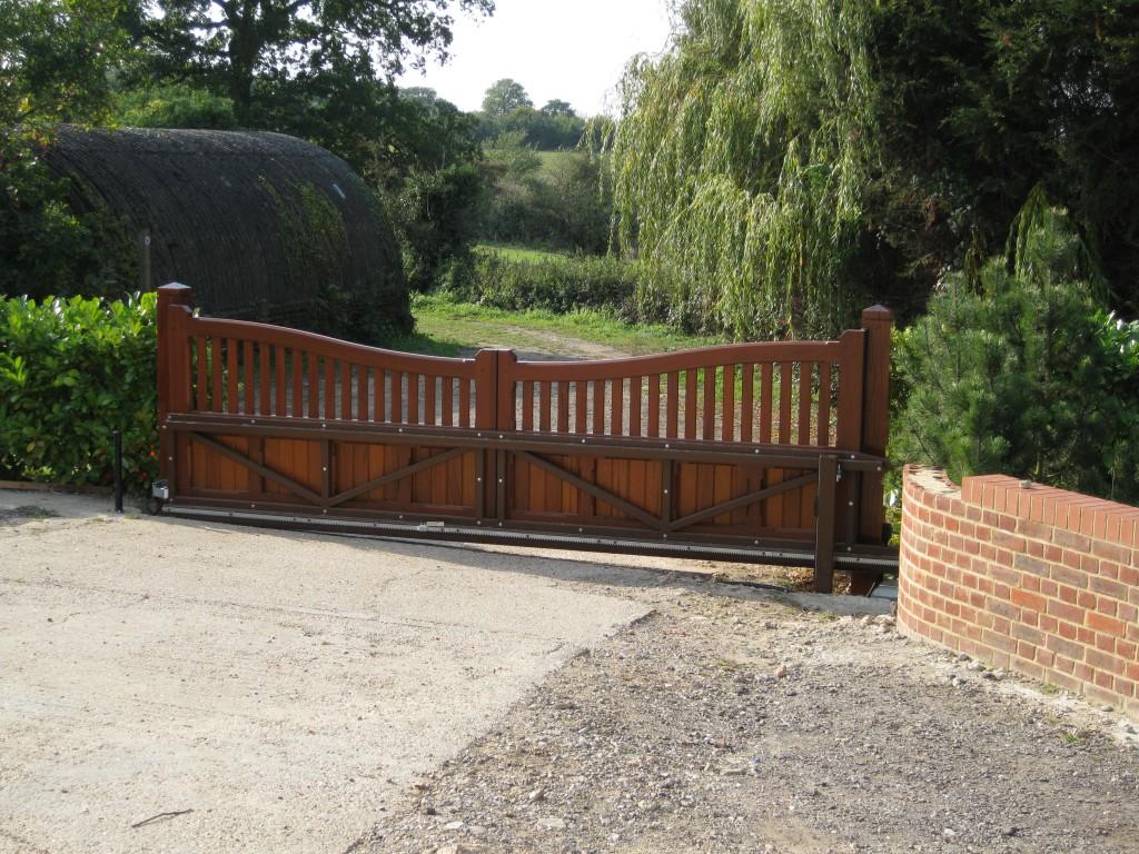 Como construir una puerta corredera de madera estructura for Como hacer un porton de madera economico