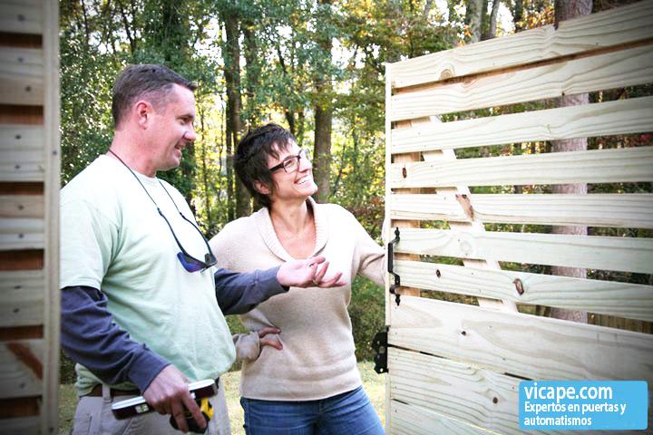 Vicape com expertos en automatismos para puertas la for Como hacer un porton de madera economico